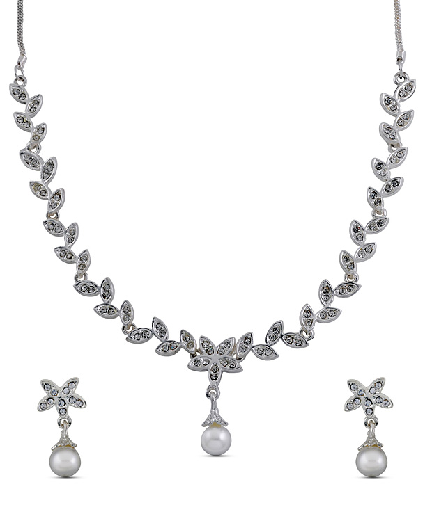 Oleva Dazzling Flower Shaped Necklace Set