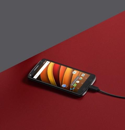 Motorola ( 32GB , 3 GB ) White